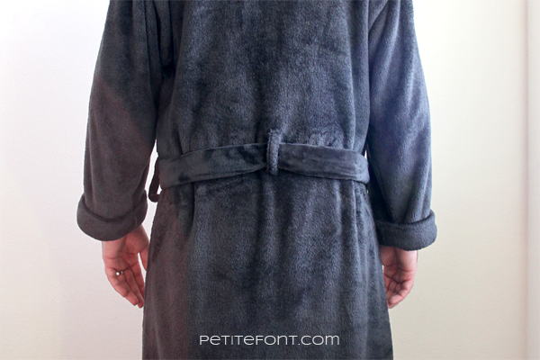 Zoomed in back view of additional back belt loop on black vintage-inspired handmade robe made from Simplicity 8323 sewing pattern